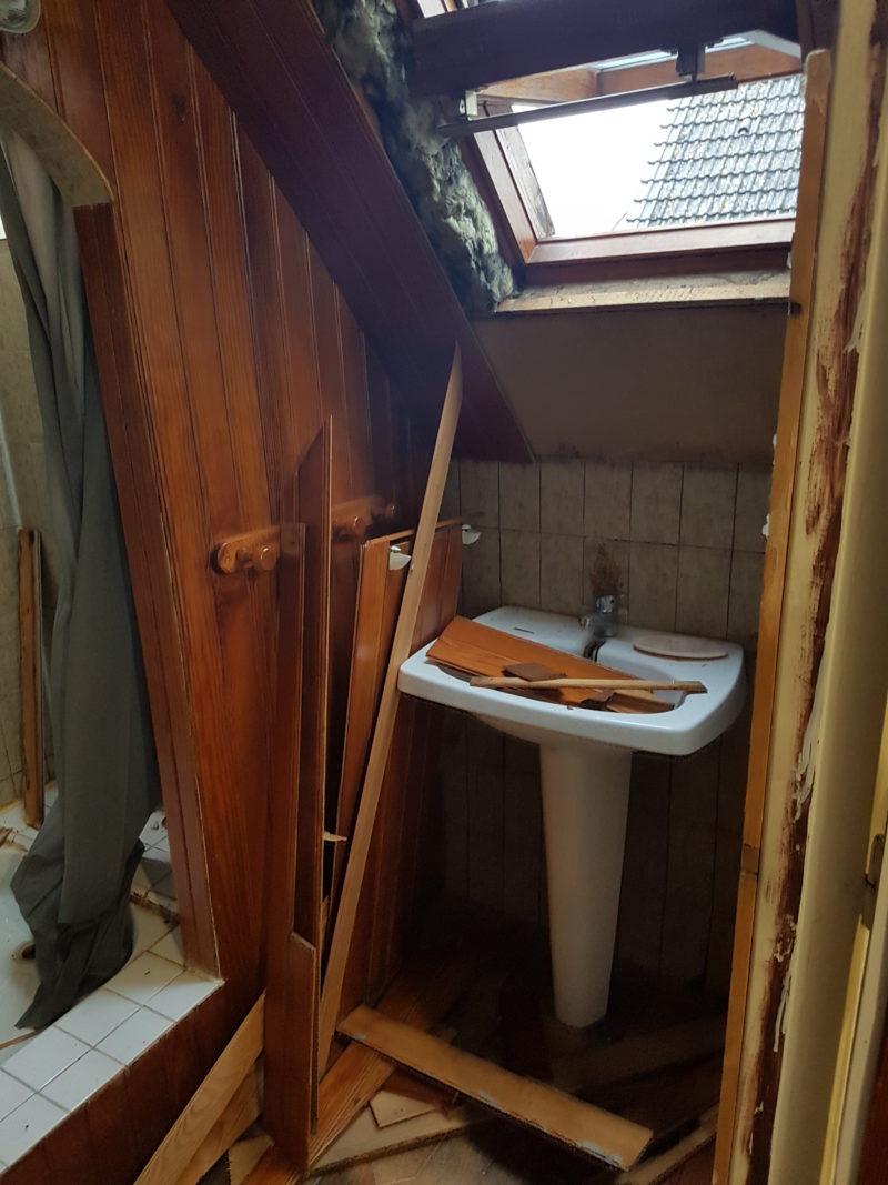 am233nagement dune sdb avec baignoire dangle douche et wc