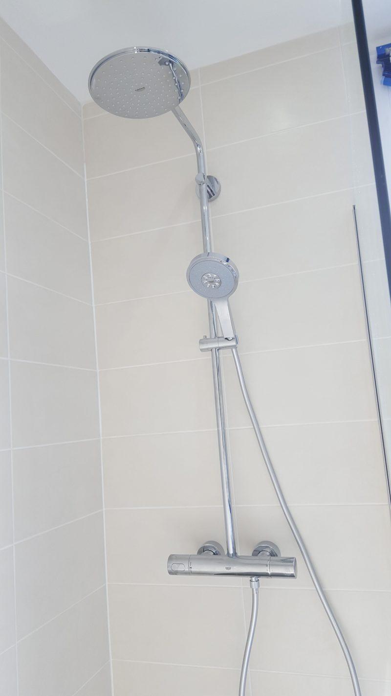 remplacement d 39 une baignoire par une douche palaiseau 91 essonne am renovation. Black Bedroom Furniture Sets. Home Design Ideas